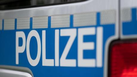 Vermutlich ein mit einer Steinschleuder abgeschossener Stein hat in Hegnenbach ein Fenster beschädigt.