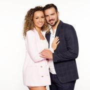 """Samira und Yasin Clingir sind im """"Sommerhaus der Stars"""" 2021 zu sehen. Hier finden Sie alle Infos zur Übertragung."""