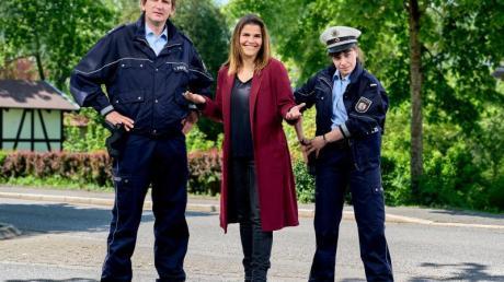Ein neues «Mord mit Aussicht»: Katharina Wackernagel (M) als Kommissarin Marie Gabler, Sebastian Schwarz (l) als Polizeihauptmeister Heino Fuss und Eva Bühnen als Kommissaranwärterin Jennifer Dickel.