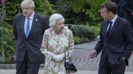 Die britische Königin Elizabeth II. (Mitte) mit Präsident Emmanuel Macron (rechts) und Boris Johnson (links) beim G7-Gipfel.