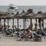Aus Spanien kommen die meisten infizierten Reiserückkehrer nach Deutschland.