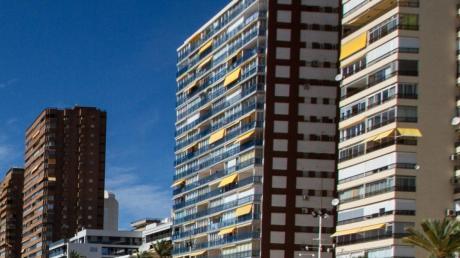Hoch, höher, Benidorm: Die Stadt im Osten Spaniens verzeichnet bereits 27 Turmbauten, die höher als 100 Meter sind.