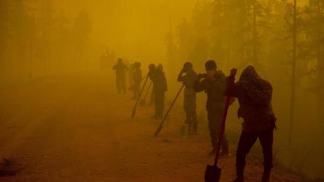 Freiwillige Helfer in der Region Jakutien.