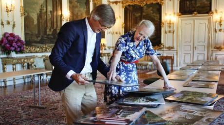 Die dänische Königin Margrethe II. und Regisseur Bille August bereiten den Film vor.