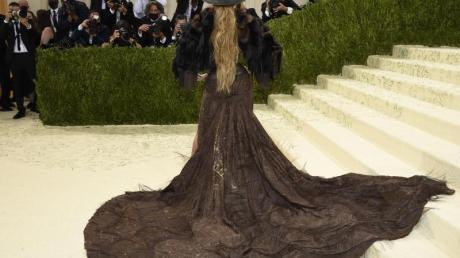 Das Motto der diesjährigen Met-Gala in New York: «In America: A Lexicon of Fashion». Die Umsetzung von US-Superstar Jennifer Lopez: Eine modische Interpretation des Wilden Westens.