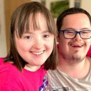"""""""Besonders verliebt"""" ist eine Dating-Show für Menschen mit Behinderung. Wir haben alle Infos zur Sendung."""
