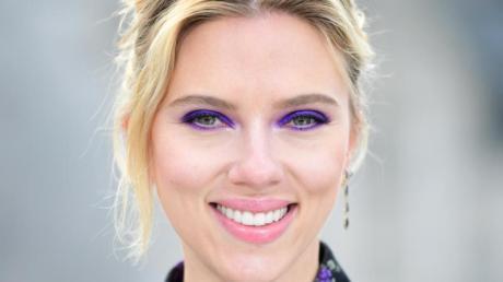 Hollywood-Star Scarlett Johansson hat sich mit Disney geeinigt.