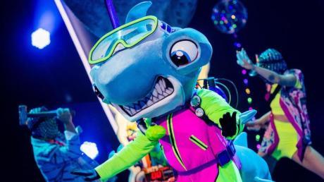 Die Figur «Der Hammerhai» steht in der Prosieben-Show «The Masked Singer» auf der Bühne.