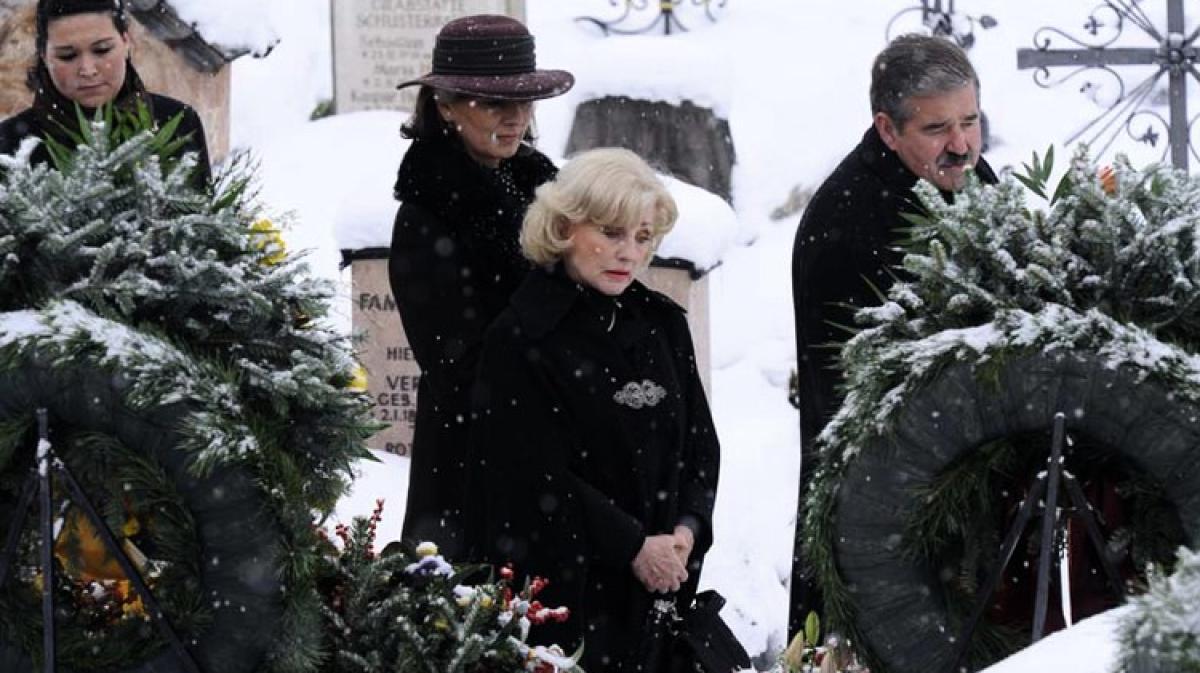 foto de Trauerfeier für Maria Hellwig - Promis, Kurioses, TV - Augsburger ...