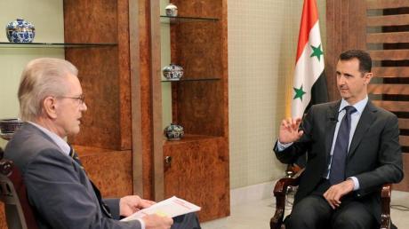 Der syrische Präsidenten Baschar al-Assad (r) im Gespräch mit Jürgen Todenhöfer. Bild: SWR
