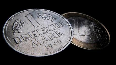 D-Mark für den Euro? Wirtschaftsminister Rösler sieht darin wirtschaftliches Chaos und eine enorme Arbeitslosigkeit.