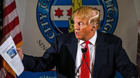 Der republikanische Präsidentschaftsbewerber Donald Trump sorgt für viel Wirbel mit seinen Aussagen über seinen Parteigenossen John McCain.