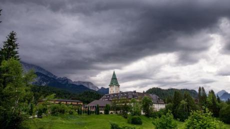 Die 16 Ministerpräsidenten kommen zu ihrer Jahreskonferenz auf Schloss Elmau zusammen.