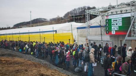 Flüchtlinge an der slowenisch-österreichischen Grenze bei Spielfeld.