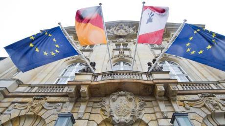 Das Berliner Kammergericht hat eine IS-Rückkehrerin zu drei Jahren und vier Monaten Haft verurteilt.