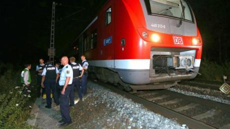 Ein Attentäter hatte genau vor einem Monat in einem Regionalzug in Würzburg mit einer Axt und einem Messer fünf Menschen schwer verletzt.