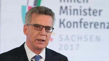 Bundesinnenminister Thomas de Maiziere. Die Innenminister der Länder haben sich bei der Frühjahrskonferenz auf einheitliche Sicherheitsstandards geeinigt.