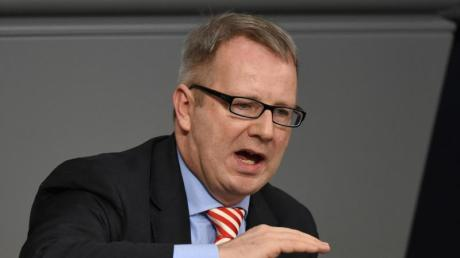 SPD-Politiker Johannes Kahrs vertritt in der SPD den konservativen Seeheimer Flügel. Er kritisiert AKK wegen der Thüringen-Krise.