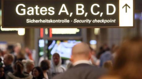 Das von der EU und Kanada geplante Abkommen zum Austausch von Fluggastdaten wurde vom EuGH gestoppt.