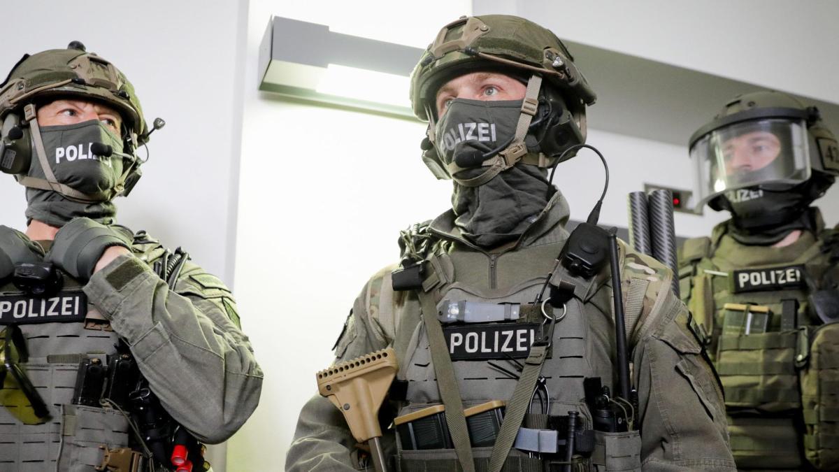 Elitepolizisten Erhalten Satten Zuschlag
