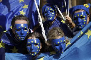 Brexit-Gegner in London während einer Demonstration vor dem House of Parliament. Das britische Parlament hat in zweiter Lesung mehrheitlich für das EU-Austrittsgesetz gestimmt. Foto: Matt Dunham