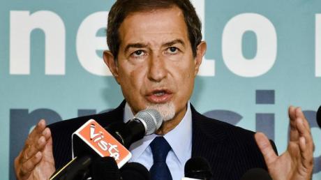 Nello Musumeci wurde neben Berlusconis Forza Italia auch von der ausländerfeindlichen Lega Nord und der Rechtspartei Fratelli d'Italia unterstützt.