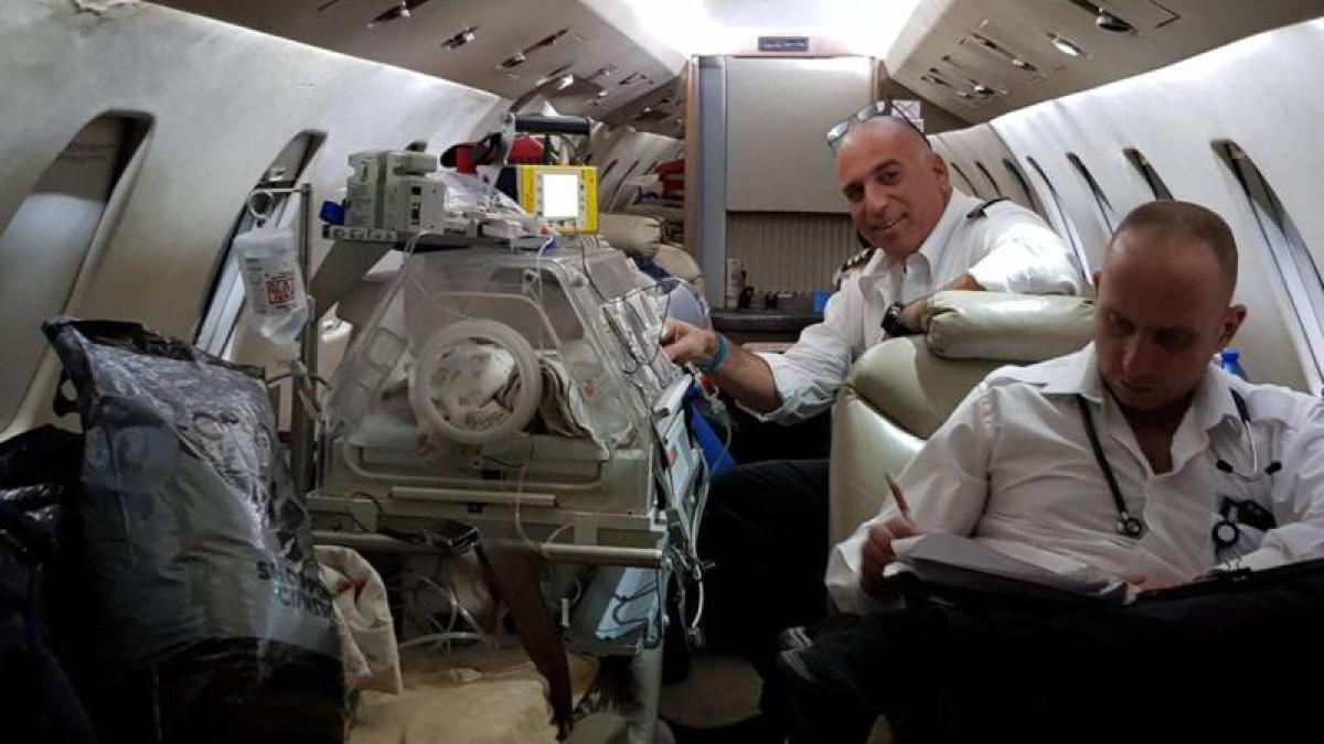 sonderflug nach tel aviv syrisches fl chtlingsbaby zur herzoperation in israel politik. Black Bedroom Furniture Sets. Home Design Ideas