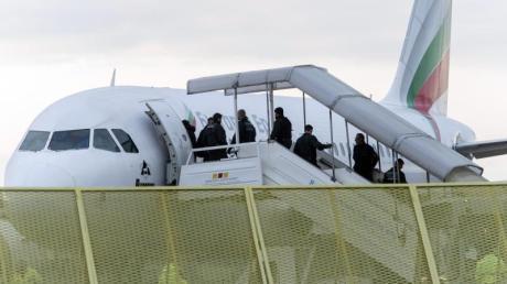 Die Beamten am Flughafen Atatürk verweigerten die Kooperation. Sie schickten die fünf Bundespolizisten mit Jenekanlo am Samstag retour nach Frankfurt.