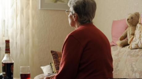 Laut einer Studie der Ruhr-Universität Bochum fühlt sich in Deutschland jeder Fünfte über 85 einsam.