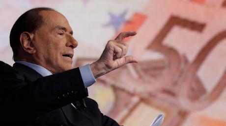 Der wegen Betrugs verurteilte Silvio Berlusconi kann zwar nicht selbst kandidieren, aber er spielt bei den bevorstehenden Parlamentswahlen eine entscheidende Rolle.
