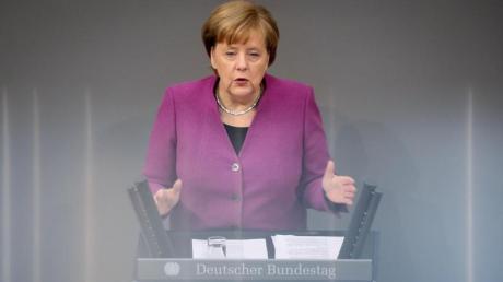 Bundeskanzlerin Angela Merkel verurteilte die Bombardierungen der Rebellenhochburg Ost-Ghuta als «Massaker an der eigenen Bevölkerung». Foto: Kay Nietfeld