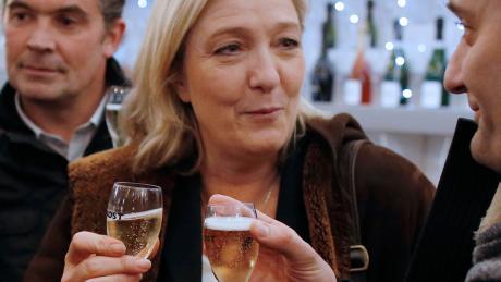 Rechtspopulistin Marine Le Pen: 234 Flaschen Champagner.