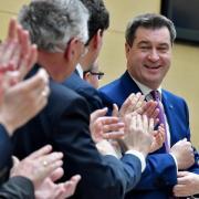 Applaus für Markus Söder nach seiner ersten Regierungserklärung im bayerischen Landtag:Die Umfragewerte der CSU steigen. Foto:Peter Kneffel