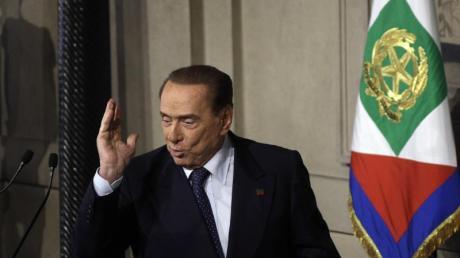 Berlusconi war bis zuletzt das Hindernis auf dem Weg zu einer Regierung der Fünf-Sterne-Bewegung mit der Lega. Foto:Gregorio Borgia/AP