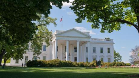 Wer zieht ins Weiße Haus? Bei der US-Wahl 2020 fällt die Entscheidung zwischen Donald Trump und Joe Biden. Alle Infos zu Termin, Kandidaten und Ablauf erhalten Sie hier.