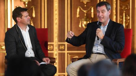 Bayerns Ministerpräsident Markus Söder (rechts) im Gespräch mit Gregor Peter Schmitz, dem Chefredakteur unserer Zeitung.