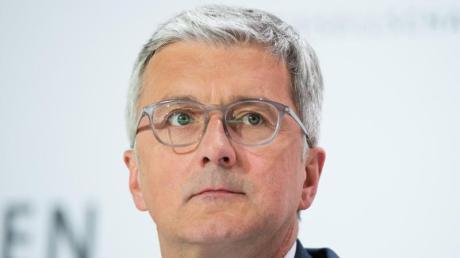 Ermittler werfen Rupert Stadler Betrug vor, weil er nach Aufdeckung der Abgasbetrügereien bei Dieselautos 2015 in den USA weiter manipulierte Autos in Europa habe verkaufen lassen.