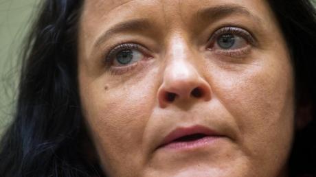 Beate Zschäpe ist vom Münchener Oberlandesgericht zu lebenslanger Freiheitsstrafe verurteilt worden.