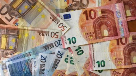 Die Pro-Kopf-Verschuldung in Deutschland bezifferte das Bundesamt zum 31. Dezember 2017 mit 23.797 Euro. Foto: Jens Kalaene/Illustration