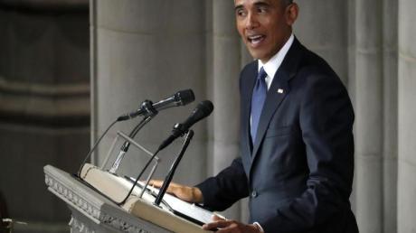Der ehemalige US-Präsident Barack Obama spricht bei dem Gedenkgottesdienst für John McCain. Foto: Pablo Martinez Monsivais/AP