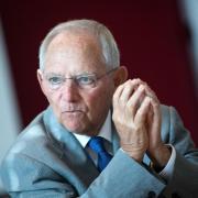 Bundestagspräsident Wolfgang Schäuble (CDU) bei einem Interview in seinem Büro im Deutschen Bundestag. Foto: Bernd von Jutrczenka