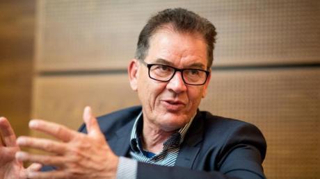 Will in Tunesien die berufliche Ausbildung in deutschen Betrieben voranbringen: Bundesentwicklungsminister Gerd Müller. Foto: Kay Nietfeld