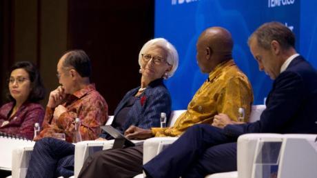 Podiumsdiskussion während der IWF-Konferenz auf Bali. In der Mitte: IWF-Chefin Christine Lagarde.