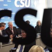 Gesprächsbedarf in München: Sitzung des CSU-Vorstands mit Ministerpräsident Markus Söder und Parteichef Horst Seehofer. Foto: Kay Nietfeld