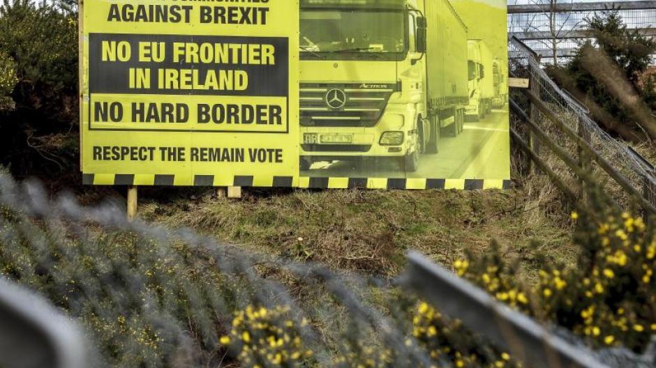 In dem Fall würde Nordirland auf einigen Gebieten enger mit der EU verbunden bleiben als das restliche Großbritannien.