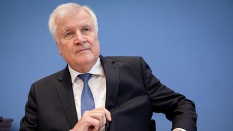 Horst Seehofer steht seit dem CSU-Absturz bei der Landtagswahl auf nur noch 37,2 Prozent und dem Verlust der absoluten Mehrheit parteiintern massiv unter Druck.