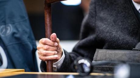 Dritter Prozesstag im Landgericht Münster gegen den ehemaligen SS-Wachmann im Konzentrationslager Stutthof: Dem 94 Jahre alten Mann aus dem Kreis Borken wirft die Staatsanwaltschafthundertfache Beihilfe zum Mord vor. Foto: Guido Kirchner