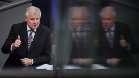 Innenminister Horst Seehofer (CSU) sieht sich in Berlin zunehmend interner Kritik ausgesetzt