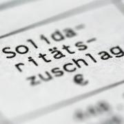 Ein Steuerbescheid mit dem Posten Solidaritätszuschlag. Die SPD ist gegen eine komplette Abschaffung des Soli. Foto: Roland Weihrauch