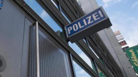 Bereits Anfang August 2018 hatte die Juristin Anzeige bei der Polizei in Frankfurt erstattet. Symbolbild: Boris Roessler/Archiv Foto: Boris Roessler